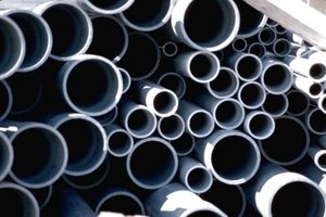 Black steel pipe and galvanized steel pipe are covered with different materials.