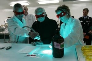 Scientist have discovered the power of black light to detect bacteria.
