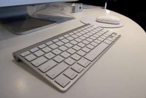 The Apple wireless keyboard light should not blink after pairing.