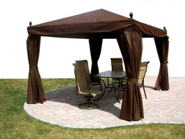 Choosing between aluminum and vinyl patio covers is based on a number of factors.