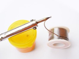 Use yellow-silver solder to solder gold-filled wire.