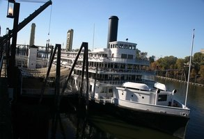 Riverboats still paddle their way along the Mississippi River.
