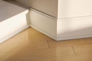 How to Cut the Angles for Inside Corner Baseboard Molding