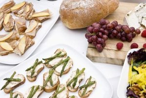 Afternoon bridal showers call for small finger foods like grapes or cheese sandwiches.