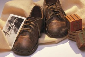 How to Sell Bronze Baby Shoes | eHow