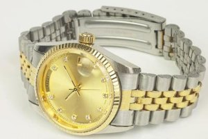 How do I Determine the Value of a Rolex Submariner?