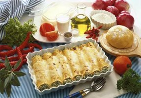 Cannelloni and manicotti are Italian dishes that are mistaken for one another.