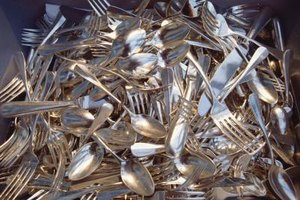 You can make many easy and fun craft projects out of old silverware.