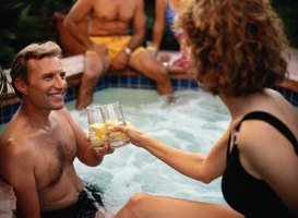 What Are the Dangers of Hot Tubs & Drinking?