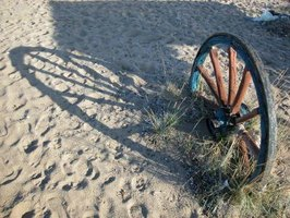 Landscape Ideas With Wooden Wagon Wheels