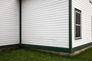 How to Remove Paint From Redwood Siding