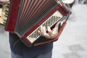 Because of its large size, accordion players use straps for stabilization.
