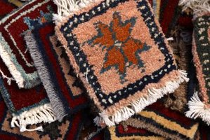 The rya knot enables you to produce colorful designs in your pile rug.
