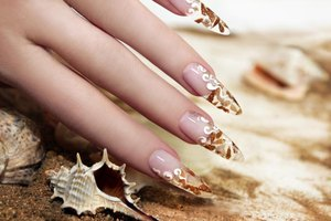 Nail decals are easy to remove and a great way to beautify your nails.