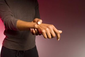 Signs & Symptoms of Rheumatoid Arthritis Freezing in Place