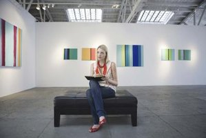 Art exhibition reviews how to write