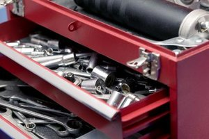 How to Remove Drawers From a Craftsman Tool Chest