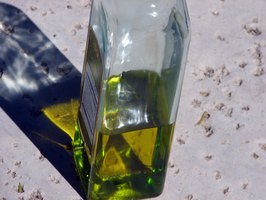 How to Make Fragrance Oils From Olive Oil