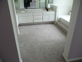 Lay a Bathroom Carpet - No Glue
