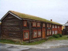 A house in Norway with a grass roof.