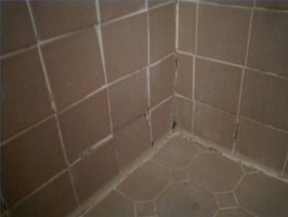 how to remove black mold from bathroom tile ehow. Black Bedroom Furniture Sets. Home Design Ideas