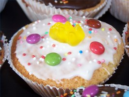 Create fun cupcakes for kids.