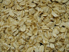 Oatmeal baths can help alleviate the symptoms of shingles.