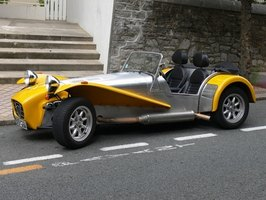 If you don't like Cobras, this Caterham would make an excellent e-car.