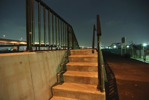 There are federal guidelines for the placement of handrails.
