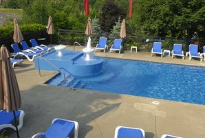 Vermiculite can be used as a base for a vinyl-lined pool.