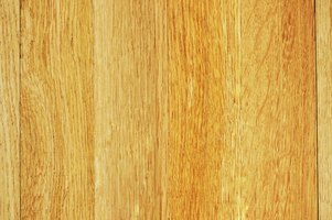 Engineered wood floating flooring can look like classic hardwood flooring.