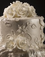 Sugar flowers can add a professional looking touch to your wedding cake.