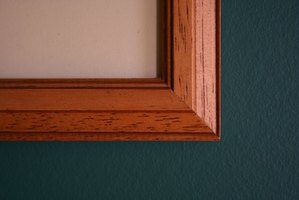 Join a picture frame with a 45-degree miter cut.