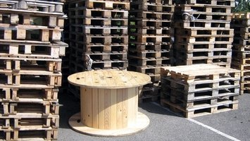 Many businesses are more than happy to give away their old wooden pallets.