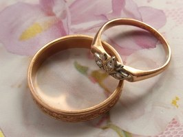 hypoallergenic wedding rings are commonly available - Hypoallergenic Wedding Rings