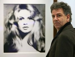 A poster of '50s pinup model Brigitte Bardot can be included in pinup decorating.