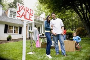 The right advertisement entices buyers to attend your garage sale.