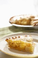 An apple pie without lemon juice still keeps its color and tartness with the right substitutes.