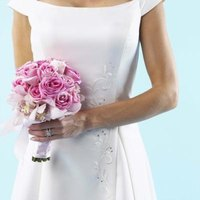 A wedding dress for a morning wedding may be more simple than a dress for an evening wedding.