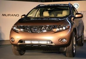 The first-generation Nissan Murano SE came with a wide range of sport-oriented standard equipment.