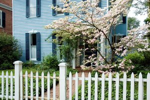 Keep picket fences algae-free with homemade cleaners