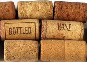 Corks can be made into charming animals.