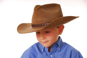 There are a variety of preschool-friendly cowboy-themed crafts that can be made from inexpensive materials.