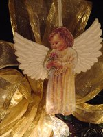 Make angel ornaments using soda cans.