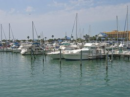 You'll find a selection of live-aboard marinas along the Florida coast.