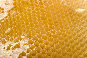 In order to use beeswax for crafts, it is important to prepare it.