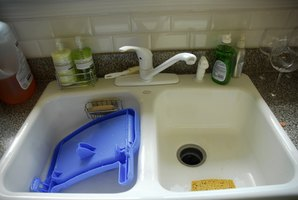 Unclog the sink with natural products.