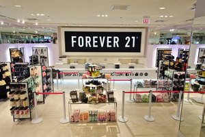 The average Forever 21 store, typically located in malls, is 38,000 square feet.