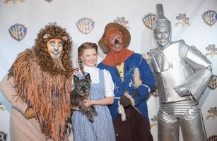 """Wizard of Oz"" crafts add whimsy to a birthday party."