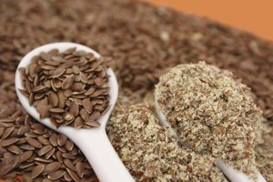 Spoons filled with whole and ground flaxseed.